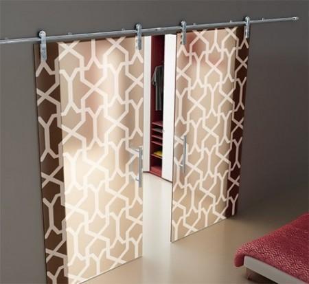 Một mẫu cửa kính treo làm cửa phòng ngủ