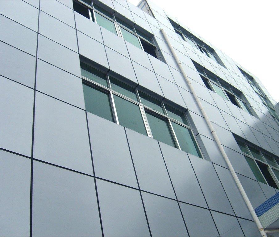 Tấm ốp Alu ở một tòa nhà cao tầng