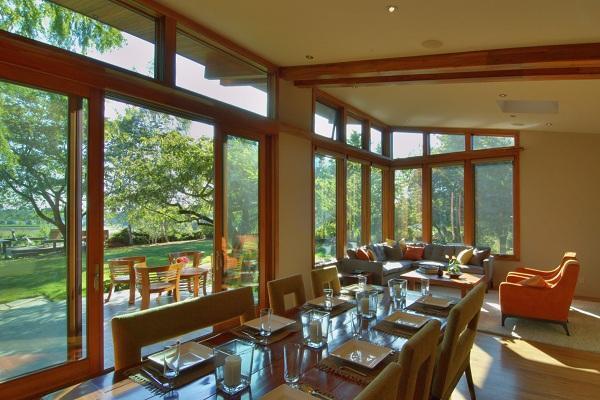 Không gian phòng ăn hòa với thiên nhiên như một bếp ăn ngoài trời
