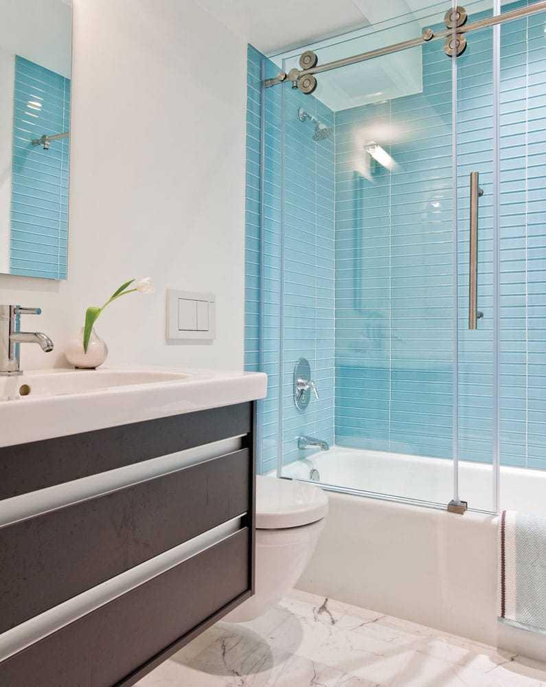 vach tam kinh 1 - Giá vách kính phòng tắm hiện đại