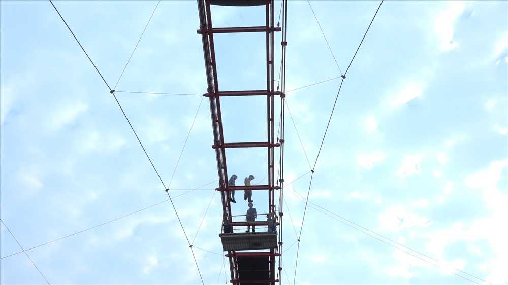 Trải nghiệm cây cầu bằng kính có 1 không 2 ở Việt Nam