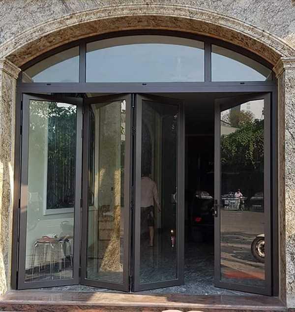 cua nhom kinh - Cách lựa chọn cửa cho không gian phòng khách